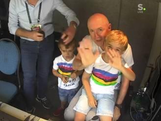 Michel Wuyts krijgt voor start van zijn laatste WK verrassing van zijn kleinkinderen