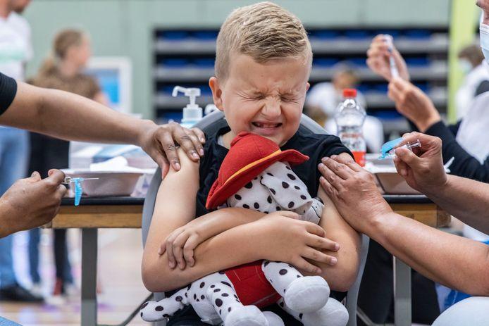 De 9-jarige Koen heeft zijn DTP- en BMR-vaccinaties binnen.
