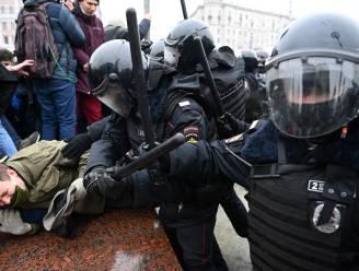 Grimmige sfeer in Rusland: ruim 2.000 aanhangers van Navalny opgepakt, zijn vrouw post foto vanuit celwagen