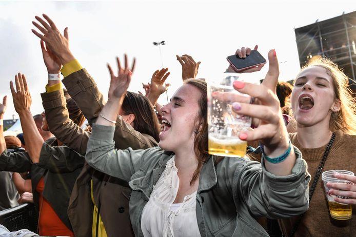 Kunnen we deze zomer met een fris pintje in de hand genieten op de Lokerse Feesten en de andere festivals in onze regio?