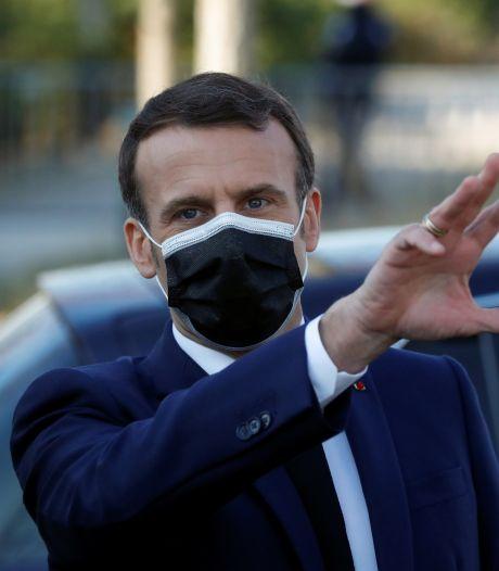 """Emmanuel Macron demande de """"tenir"""" encore """"4 à 6 semaines"""" avant des assouplissements"""