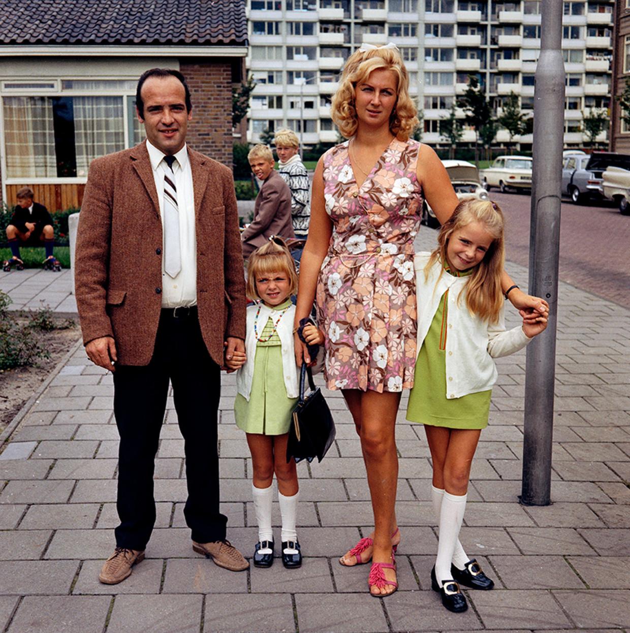Amsterdams gezin in Westelijke Tuinsteden, 1969.