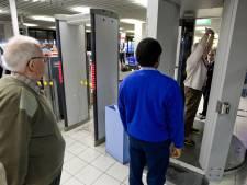 Beveiligers Schiphol willen actie voor lagere werkdruk
