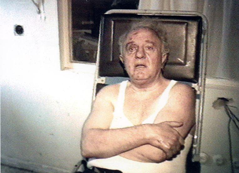 Sjevardnadze in 1995 na een aanslag op zijn leven. Zijn auto ontplofte bij het Georgische parlement, 15 minuten voor de ceremoniële ondertekening van de nieuwe grondwet. Beeld getty