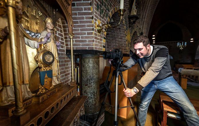 Ronald Damen documenteert kerken, en hij is nu bezig in Knegsel, Steensel en Duizel.
