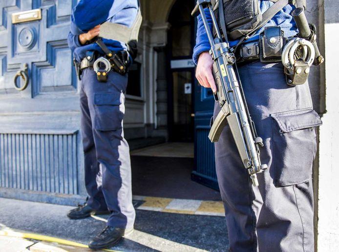 Extra beveiliging bij een politiekantoor in België