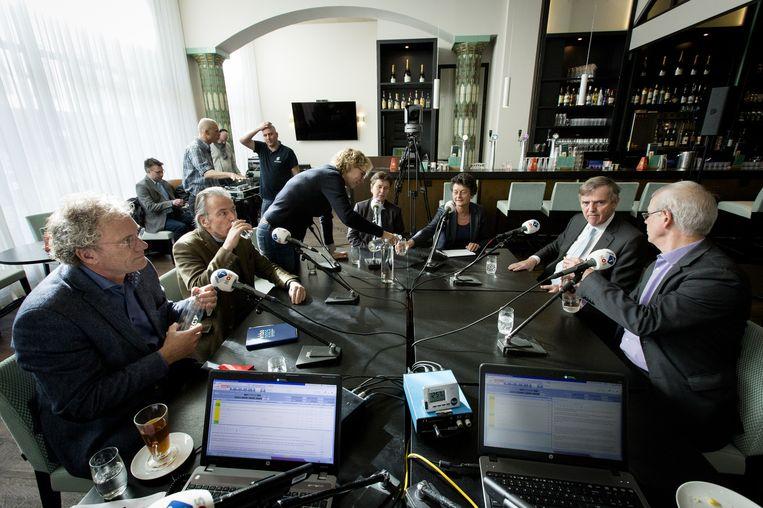 De lijsttrekkers uit de Eerste Kamer (VLNR) Thom de Graaf (D66), Elco Brinkman (CDA), Marleen Barth (PvdA), Marjolein Faber (PVV), Tineke Strik (GroenLinks), Loek Hermans (VVD) en Tiny Kox (SP) voor aanvang van het NOS Radio 1 verkiezingsdebat in perscentrum Nieuwspoort. Beeld anp