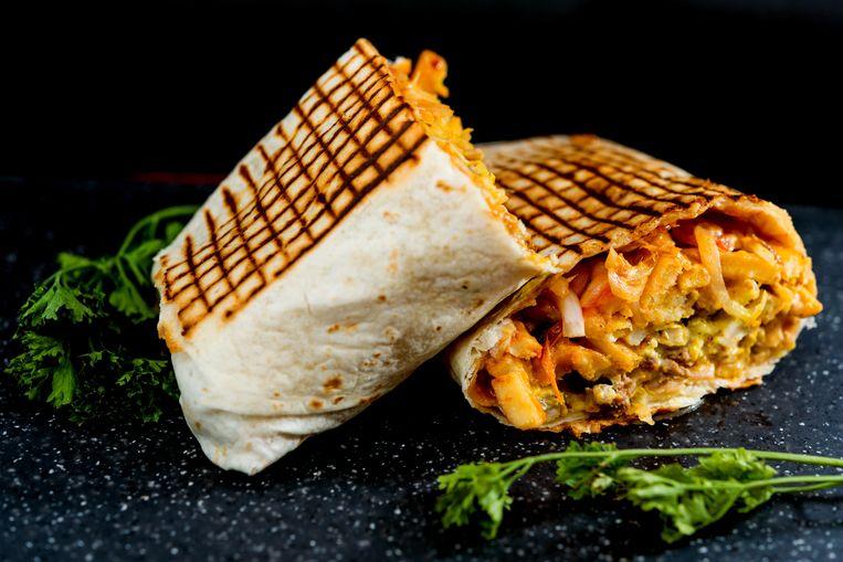 De tacos komt in 40 duizend varianten, maar dit is de essentie: een tortilla gevuld met vlees naar keuze, kaassaus, een tweede saus naar keuze, een tweede vleessoort naar keuze en friet.  Beeld Getty