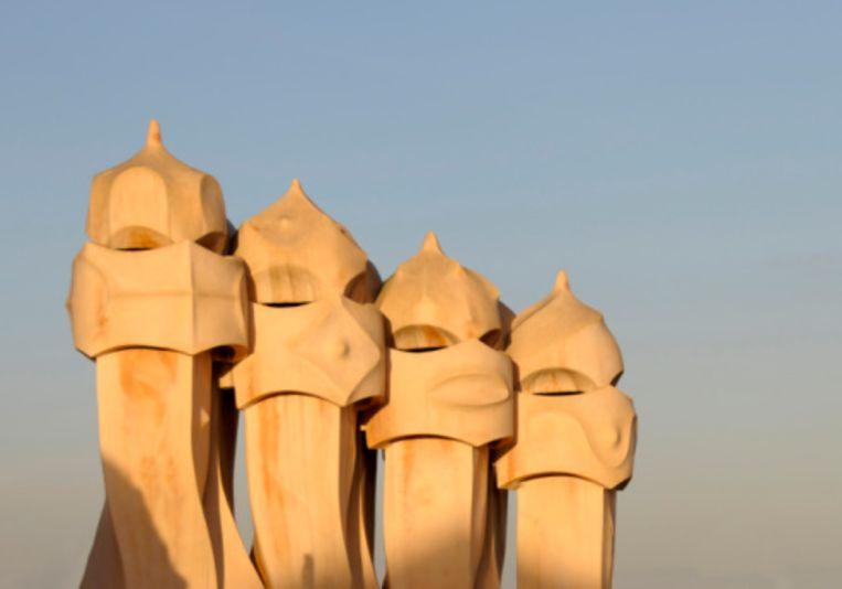 Bijzondere schoorstenen op het dak van La Pedrera Beeld UNKNOWN