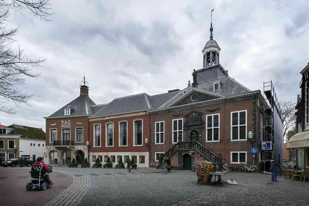 Het stadhuis aan de Markt in Vlaardingen.
