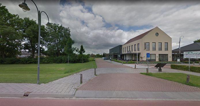 Het sportveld moet naast sporthal De Bongerd in Heteren komen.