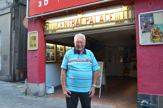 Uitbater Paul Raes aan Cinema Central in de Lavendelstraat in Ninove.