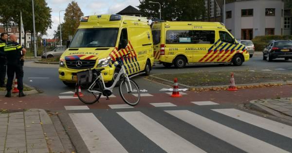 Fietsster ernstig gewond door aanrijding met auto in Ede, automobilist op de vlucht.