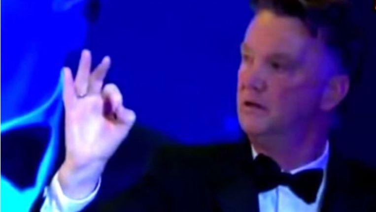 Louis van Gaal bij zijn speech Beeld Screenshot YouTube
