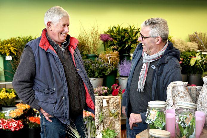 Bloemisten Jan Roskam (links) en Dick Hagestein. Dick gaat zijn concurrent een nier doneren.