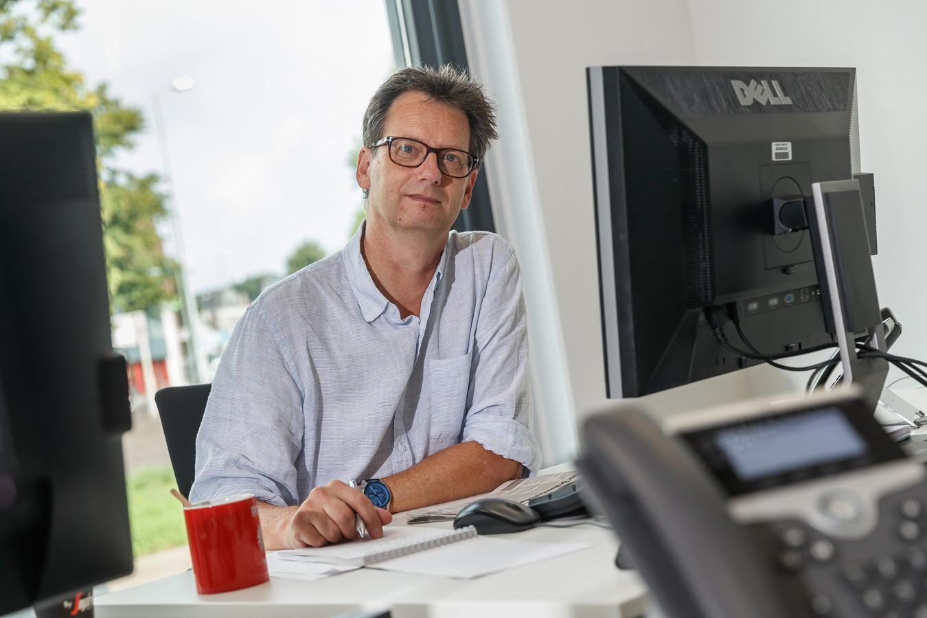 """Verslaggever Nico Schapendonk heeft een hart voor regiopolitiek: ,,Ik vind het absoluut niet erg om de gemeenteraad te volgen."""""""
