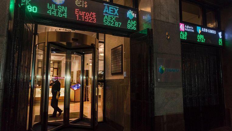De AEX-index op Beursplein 5 eindigde 0,9 procent in de min op exact 561 punten. Beeld anp