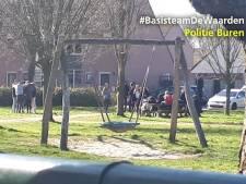 Samenscholende jongeren in Buren stuiven alle kanten op bij zien wijkagent