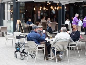 """IN BEELD. Geen stormloop naar Hasseltse terrassen, wél gezellige sfeer: """"Samen een 'djat kaffie' drinken: dat smaakt!"""""""