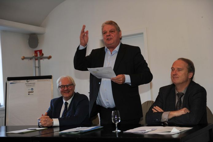 Links: Philip Roosen, midden: burgemeester Selleslagh, rechts: Bart Laeremans