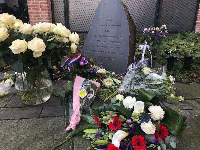 De gedenksteen in de binnentuin van het Huis voor Cultuur en Bestuur wordt verplaatst naar het Memory Vrijheidsmuseum, waar op 22 maart 2022 de slachtoffers van het zware bombardement op Nijverdal worden herdacht. te herdenken.