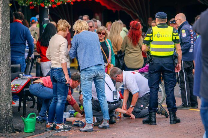Zeker 25 deelnemers Marathon Eindhoven met hitteverschijnselen naar ziekenhuis EINDHOVEN - Ten minste 25 deelnemers aan de Marathon Eindhoven zijn zondag in het ziekenhuis beland vanwege oververhitting. Eén hardloper belandde zelfs op de afdeling intensive care van het Máxima Medisch Centrum.