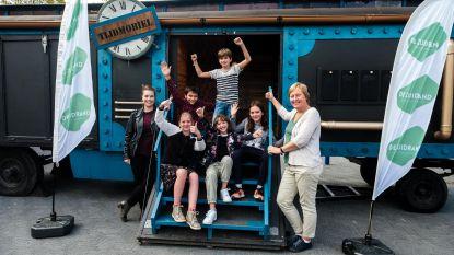 Leerlingen reizen door verleden in Tijdmobiel