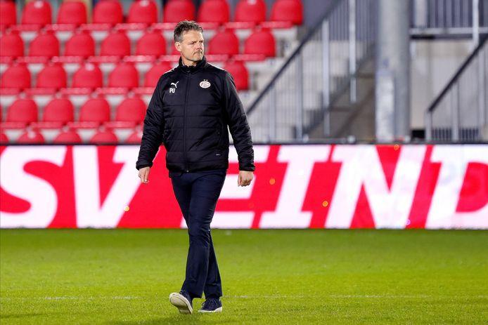 Peter Uneken als trainer van Jong PSV