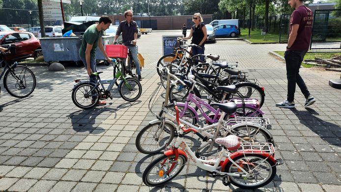 Een deel van de ingezamelde fietsen bij de actie in Overvecht, op 26 juni.
