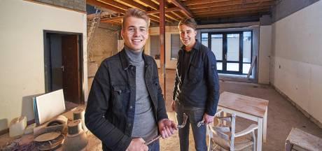 Jonge ondernemers Martijn en Maurits beginnen 'Burgerbar Ome Toon' in Osse Peperstraat