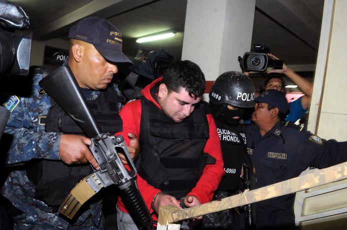 Agenten escorteerden Plutarcu Ruiz in 2014 naar het gerechtsgebouw.