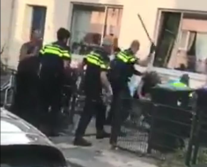 De politie arresteerde zeven personen bij de vechtpartij.