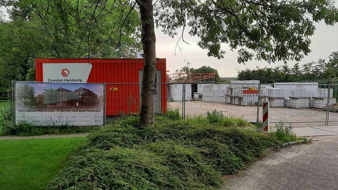 Afspraak is afspraak, vinden ook de politieke partijen. Maar de vraag is hoe het nu verder moet met de toewijzing van de appartementen aan de Marnixstraat.
