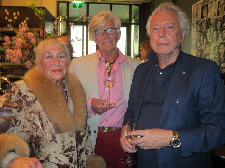 Joëtta Honnebier-Borggreve heeft jarenlang Max Heymans bijgestaan. Haar man Willem Honnebier is een bekende vrouwenarts. Rechts staat Cees Dam die o.a. de inrichting van Le Garage heeft verzorgd. Beeld Frank Kromer