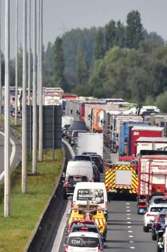 Veel minder verkeer op de snelwegen: waarom staan we toch in de file?