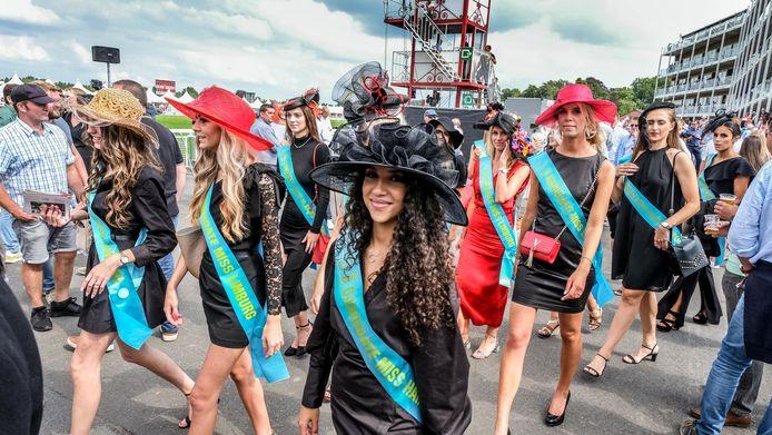 Waregem Koerse: de kandidates voor de Miss België-verkiezing zijn er traditioneel ook bij