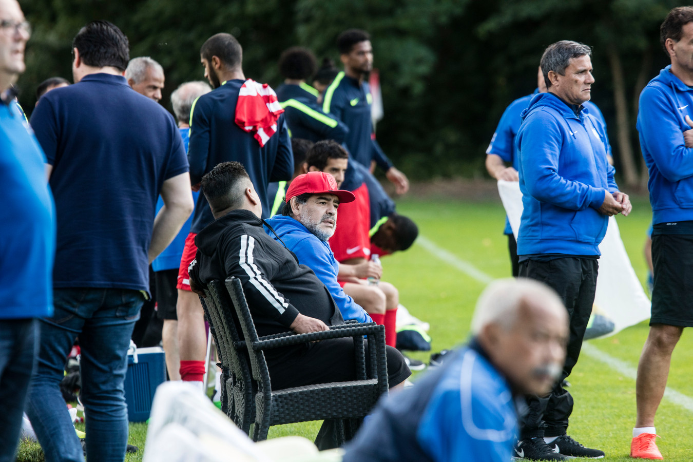 Elftal van Diego Maradona speelt oefenwedstrijd tegen SV Twello bij de Brug in Mierlo