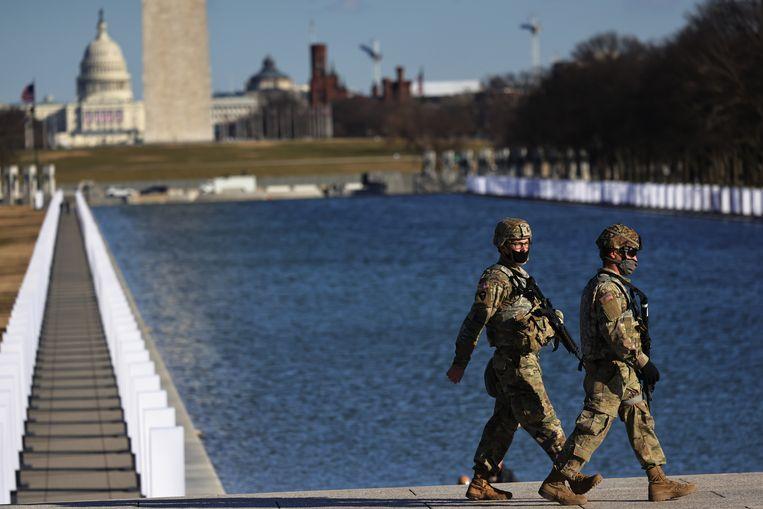 Soldaten van de National Guard patrouilleren aan de Lincoln Memorial in Washington DC. Beeld Getty Images