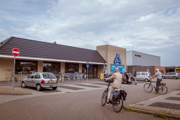 De Aldi in Ommen gaat verhuizen. Aan de Slagenweg is dan plek voor brede school Kindplein Oost.
