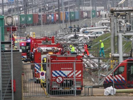 Medewerker Shell Pernis raakt gewond na val van zeven meter in opslagtank