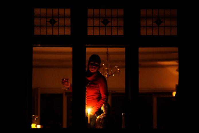 De lampen gaan niet aan in delen van Zeewolde, Lelystad en Almere. Wie licht wil zal zich moeten behelpen met kaarsen of andere lichtbronnen.