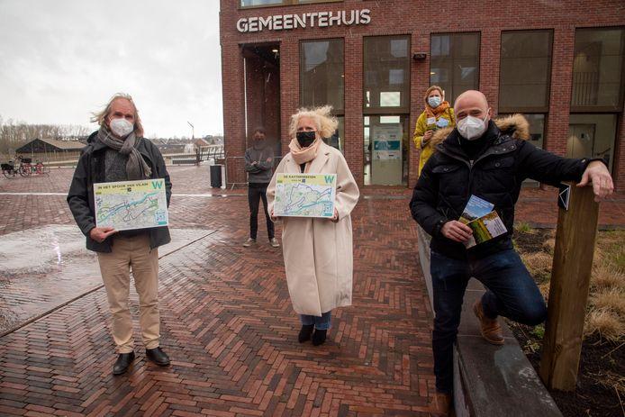 Voorstelling nieuwe trage wegenkaarten door schepenen Piet Van Heddeghem, Katrien Claus en Dietbrand Van Durme en Pieter Bracke en Christine Paepe.