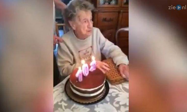 Hilarisch! Oma verliest kunstgebit