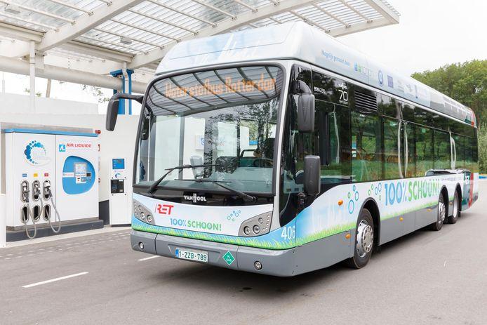 In Rhoon heeft Air Liquide een commercieel uitgebaat tankstation voor waterstof. In 2017 liet busbedrijf RET een bus op waterstof rijden.