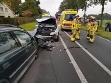 Twee gewonden bij ongeval met drie auto's op Slingerparallel
