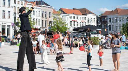 Feest van Vlaamse Gemeenschap met veel kinderanimantie en volle terrassen in Oudenaarde