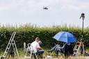 Vliegtuigspotters bij vliegbasis Gilze-Rijen.