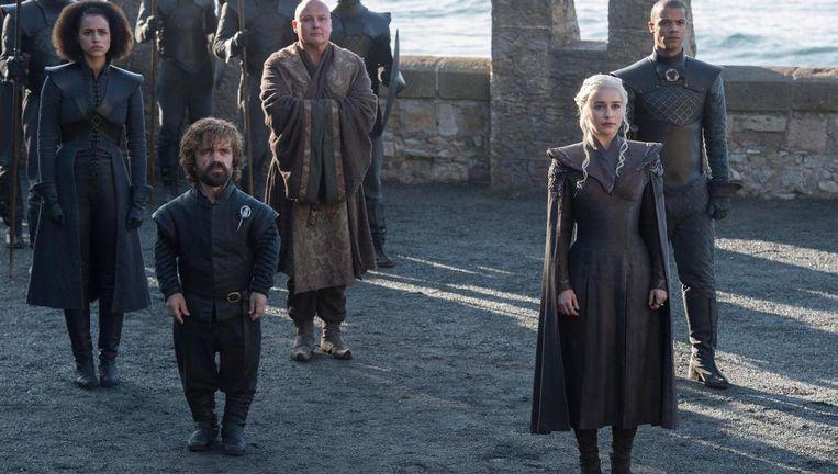 Links: Tyrion Lannister. Beeld Helen Sloan/HBO