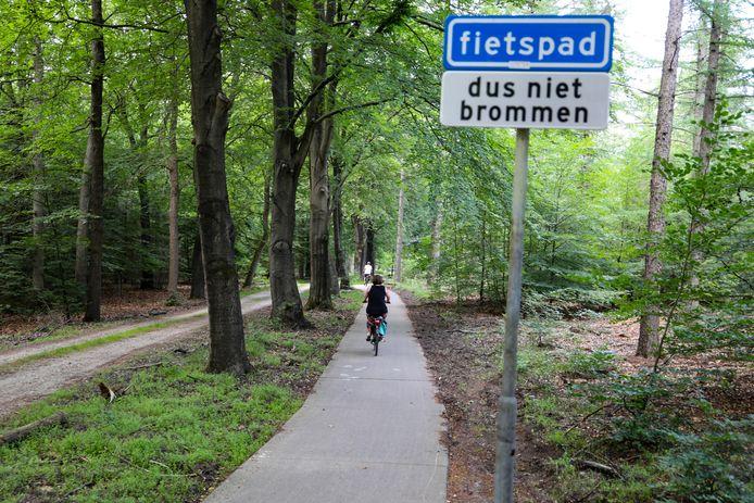 In het Willemsbos in Ugchelen vond een vechtpartij plaats tussen de bewoner van een huis een brommerrijder.