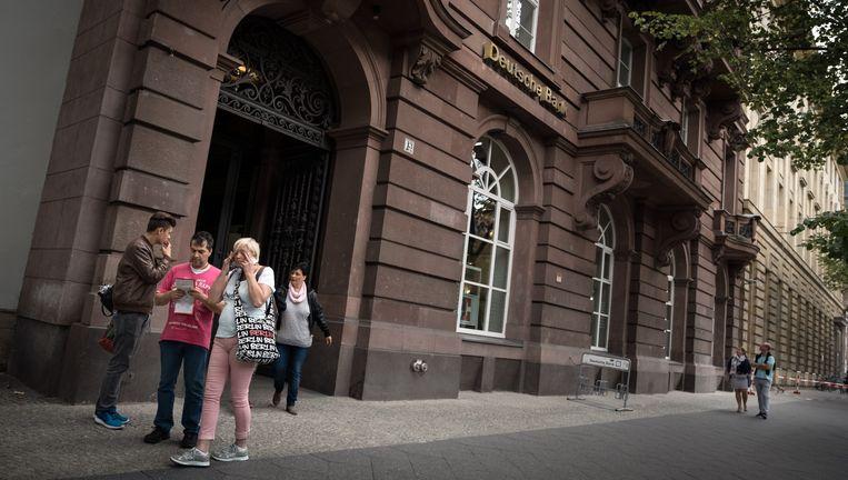 Het filiaal van Deutsche Bank aan Unter den Linden in Berlijn. Beeld Gordon Welters